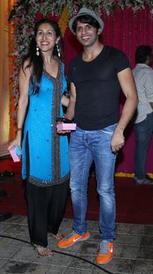 Karanvir With His Wife Teejay At Salman Khan's Ganesh Visarjan Ceremony