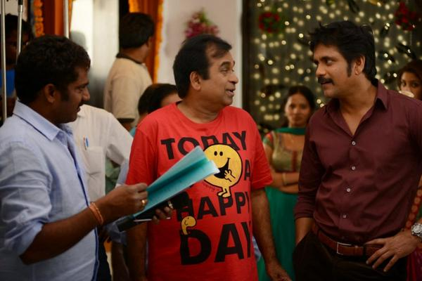 Brahmanandam And Nagarjuna Cool Look On The Sets Of Bhai Movie