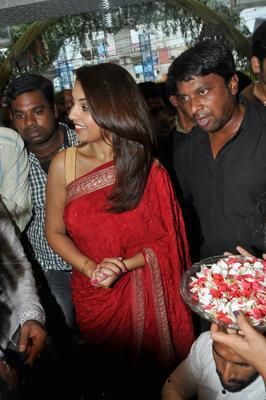 Richa Gangopadhyay Inaugurates Priyanka Showroom At Hyderabad