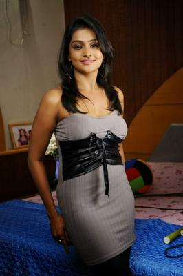 Cute Ramya Nambeesan Beauty Still In This Outfit