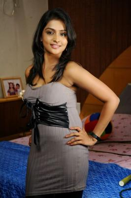 Ramya Nambeesan Hot Pose Photo Shoot