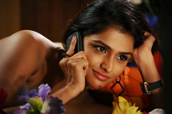 Ramya Nambeesan Romantic Look Hot Photo