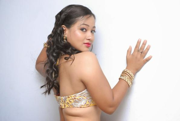 Sneha Back Bare Show Sexy Look At Emo Emavuno Team Interview