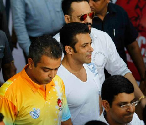Milind Deora And Salman Khan Present At Milind Deora Annual Junior Soccer Challenger Event