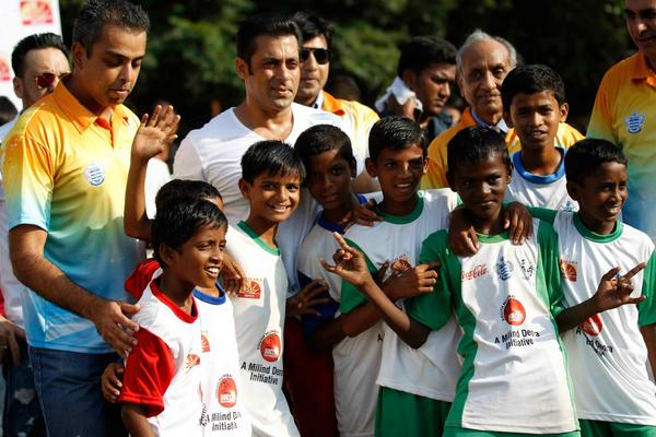 Salman Khan And Milind Deora Posed With Kids At Milind Deora Annual Junior Soccer Challenger Event