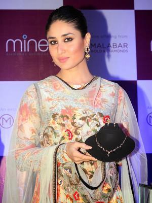 Gorgeous Kareena Kapoor Launches Malabar Diamond Diwali Collection