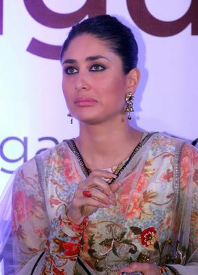 Kareena Kapoor Pose A Cute Face At Malabar Gold And Diamond Diwali Collection Event