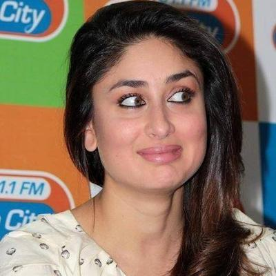 Kareena Looking Very Cute In This Pose At Radio City 91.1 FM
