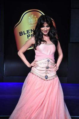 Chitrangada at Blenders Pride Fashion Tour  2013 Day 1 Show
