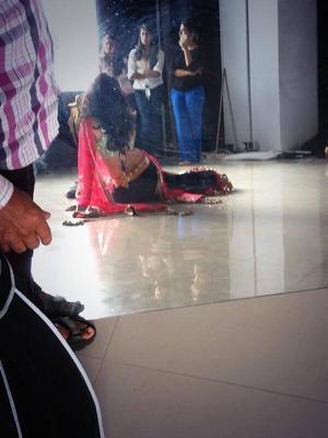 Behind The Scenes: Chitrangda Singh Shoots With Munna S