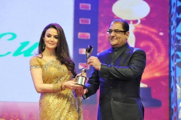 Karishma,Preity,John At Asiavision Awards 2013