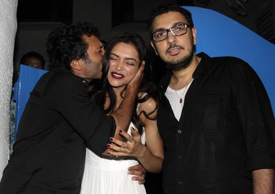 Homi Adajania Kisses Deepika And Dinesh Looks On During The Completion Bash Of Finding Fanny Fernandes Movie