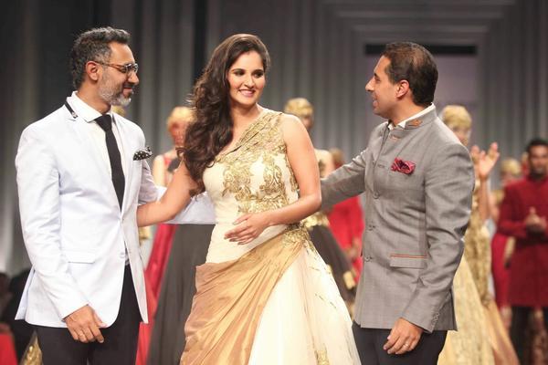 Sania Mirza Walks For Shantanu And Nikhil At AVBFW 2013 Show