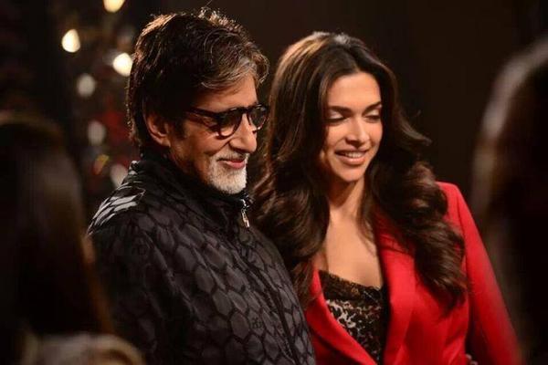 Deepika Stunning Pose With Amitabh On The Front Row Of Anupama Chopra