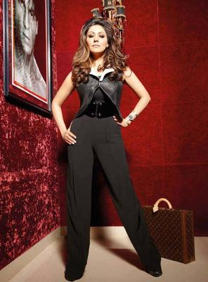 Gauri Khan Latest Hot And Stunning Pose For Noblesse India Dec 2013 Issue