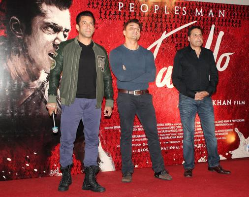 Salman Khan Gets On Stage For A Group Picture Along With Brother Sohail And Sunil Lulla Of Eros India