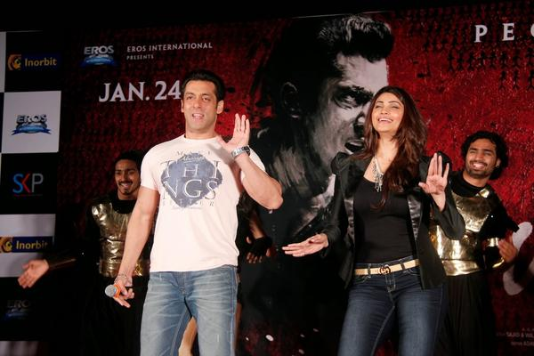 Salman Khan And Daisy Shah Dance To Photocopy Tune During The Jai Ho Film Promotion At Inorbit Mall