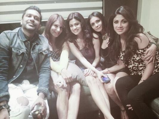 Bipasha And Shilpa At 35th Shamita Shetty's Birthday Party