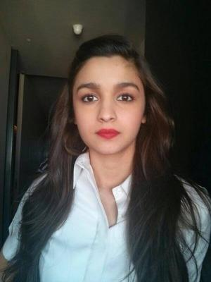 Alia Bhatt Gorgeous Look In Red Lippy During The Promotion Of Highway