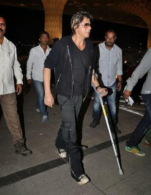Shahrukh Khan Holding A Walking Stick And Crutches Spotted At Airportleaving For Temptations Concert