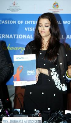 Aishwarya Rai Bachchan Joins The Press Conference For UNAIDS Country Mission On HIV