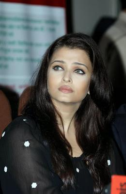 Aishwarya Rai Bachchan Stunning Face Look At The Press Conference For UNAIDS Country Mission On HIV