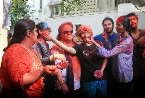 Bappi Lahiri Celebrates Holi With His Family And Friends