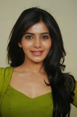 Smiling Samantha Ruth Prabhu In Green Churidar Cute Face Look Photo Still