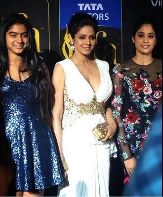 Sridevi Walked The Green Carpet At The IIFA Magic Of The Movies Event With Daughters Khushi And Jhanvi