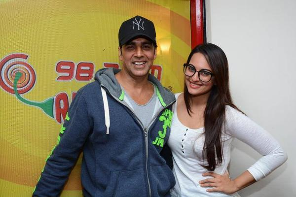 Akshay And Sonakshi Cool Pose At 98.3 FM Radio Mirchi During The Promotion Of Holiday Movie
