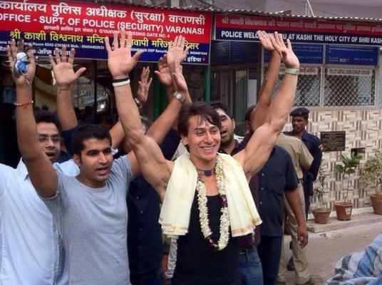 Tiger Visits Shiv Ki Nagri For Film Heropanti Promotion