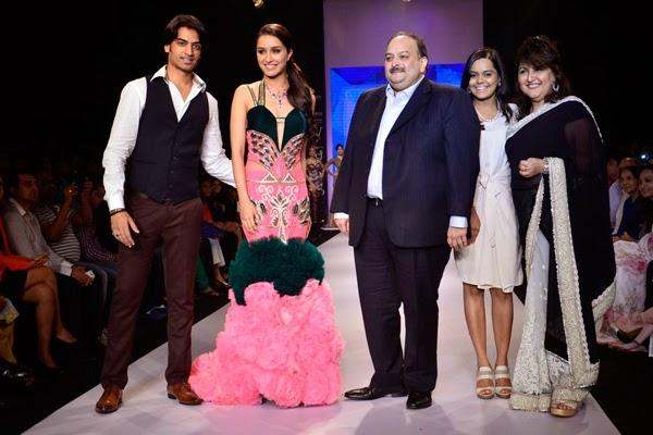 Shraddha Kapoor Wearing Hot Pink And Bottle Green Gown On The Ramp Of  IIJW