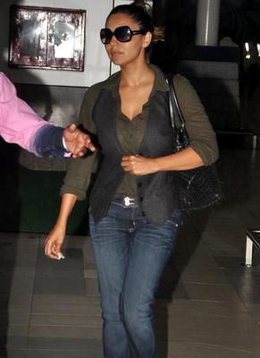 Gauri Khan Snapped At Domestic Airport In Mumbai