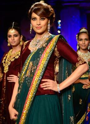 Bipasha Walked For PC Jewellers At The Grand Finale Of IIJW At Grand Hyatt