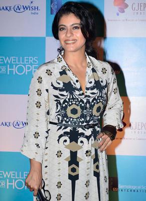 Kajol Strikes A Pose During GJEPC Awards 2014 In Mumbai