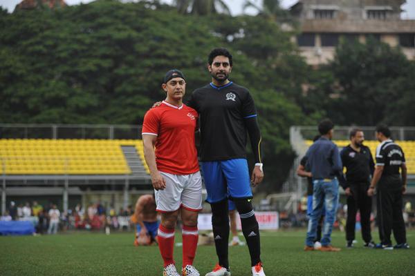 Aamir Khan And Abhishek Bachchan Strikes A Pose At Ira Khan Organised Charity Football Match