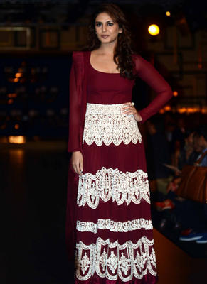 Huma Qureshi Stunning Look On Ramp At ICW 2014