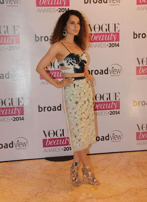 Kangana Ranaut Chic Trendy Look During Vogue Beauty Awards 2014