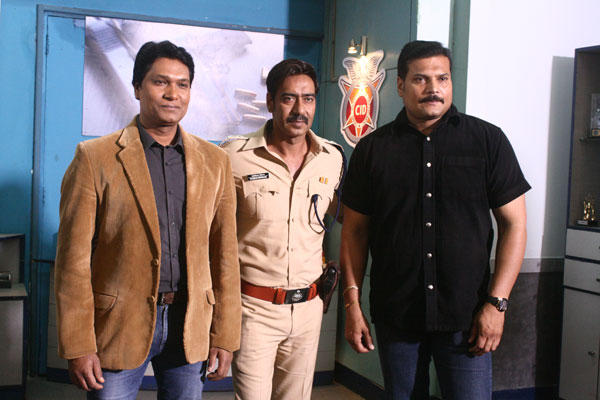 Aaple Bajirao Saheb At The CID office With Daya And Abhijeet For Singham Returns Promotion