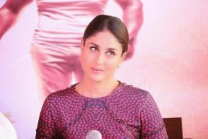 Kareena Kapoor Listening Media During The Promotion Of Singham Returns Bangalore