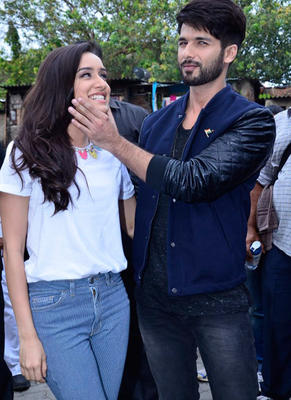 Shahid And Shraddha Get All Lovey-Dovey During Haider Promotions