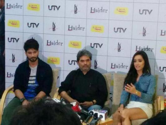 Shahid And Shraddha Promoting Haider In Radio Mirchi 98.3 FM
