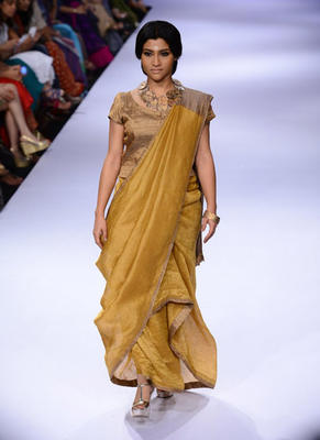 Konkona Sen Sharma On Ramp At Lakme Fashion Week (LFW) Winter/Festive 2014