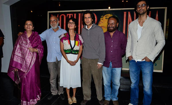 Kiran,Ketan,Kunal And Other Celebs Posed At The Exhibition Of Vintage Film Items