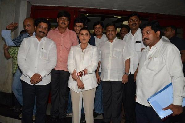 Rani Mukerji Posed For Camera During The Special Screening Of Mardaani Movie