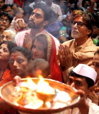 Abhishek,Aishwarya And Amitabh Attended The Grand Aarti Of Lord Ganpati At Lalbaugcha Raja