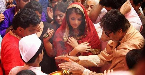 Aishwarya With Hubby Abhishek And Dad Amitabh Taking Aarti At Lalbaugcha Raja