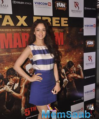 Sandeepa Dhar Looked Pretty In A Blue Dress At Mary Kom Movie Screening
