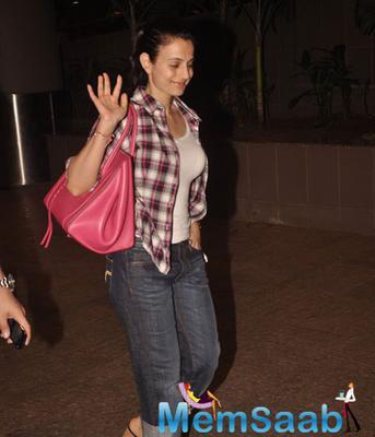 Ameesha Patel Returns From Bangkok