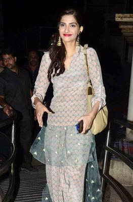 Sonam Kapoor Fashionable Look During The Finding Fanny Screening Hosted By Homi Adjania